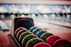 Bowling is fun to do on a cold day with a group of friends. photo credit: aguscr descansan las bolas via photopin (license)